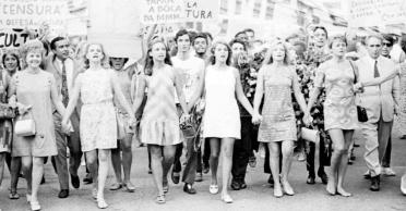 1968---as-atrizes-eva-todor-tonia-carrero-eva-wilma-leila-diniz-odete-lara-e-norma-bengell-em-1968-durante-a-passeata-dos-cem-mil-em-protesto-contra-a-ditadura-militar-no-brasil-no-rio-d